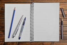 Empty notepad with pen Royalty Free Stock Photos