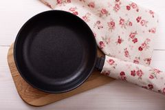 Empty pan on wooden deck table with tablecloth Royalty Free Stock Photos