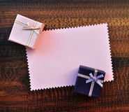 Empty pink paper gift card with gift box Royalty Free Stock Photography