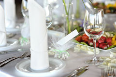 Empty place card on the festive table Royalty Free Stock Images