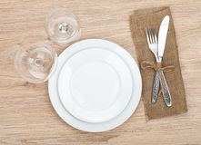 Empty plate, wine glasses and silverware set Royalty Free Stock Photography