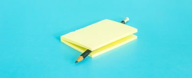 Empty Post-It with Pencil Royalty Free Stock Photos