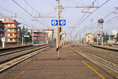 Empty railway platform Royalty Free Stock Photography