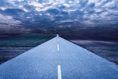 Empty road in the middle of the night Royalty Free Stock Images