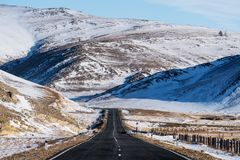 Empty Road in Valley at winter time Royalty Free Stock Photos