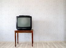 In the empty room, the old tube TV on the coffee table stock photography