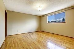 Empty room with window and hardwood floor Royalty Free Stock Photos