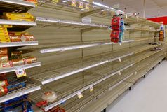 Empty supermarket shelves as residence prepare for Hurricane Irma. FORT LAUDERDALE, FLORIDA - SEPTEMBER 8, 2017:  Supermarket bread aisle is sold out at a local Stock Photo
