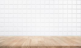 Empty wood table top with brick wall. Background Royalty Free Stock Photos