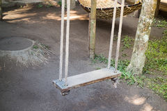 Empty wooden swing in the garden Royalty Free Stock Photos