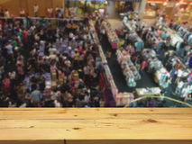 Empty wooden table space platform and blurred Shopping in the ma Royalty Free Stock Images