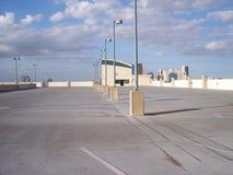 empty1 som parkerar mycket taköverkanten royaltyfri fotografi