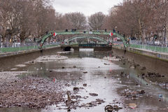 The emptying of the canal St-Martin with trash in Paris Royalty Free Stock Photos
