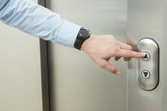 Empujar el elevador encima del botón Fotografía de archivo libre de regalías