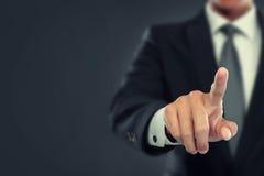 Empuje del hombre de negocios a la pantalla virtual Imágenes de archivo libres de regalías