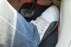 Empuje el pedal de acelerador del coche Imagen de archivo libre de regalías