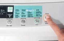 Empuje la lavadora del botón de encendido Imágenes de archivo libres de regalías