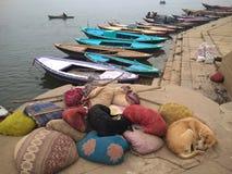 Empujes de Desi y los barcos Imagen de archivo libre de regalías