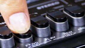 Empurrando o botão em um gravador, jogo, parada, rec, ff, rew filme