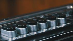 Empurrando o botão em um gravador, jogo, parada, rec, ff, rew video estoque