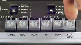 Empurrando o jogo, pare e grave o botão em um gravador do vintage filme