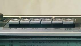 Empurrar o jogo, a parada, rec, envia, botão de rebobinação em um gravador do vintage video estoque