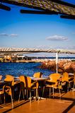 Empy coffee shop i sommarställe Fotografering för Bildbyråer