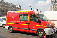 EMS车在巴黎 库存照片