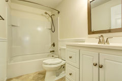 Emtpy white bathroom interior Royalty Free Stock Images