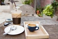 Emty蛋糕和空的热的浓咖啡 免版税库存图片