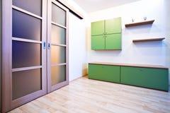 emty korridor för bokhylladörrar arkivbild