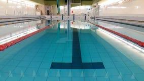 Emty zwembad met stegen Oost-Europa stock foto's