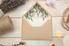 Emvelope e alfazema Fotografia de Stock Royalty Free