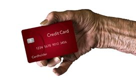 En äldre hand rymmer en kreditkort för att illustrera temat: Vilken kreditkort är bästa för äldre män och kvinnor fotografering för bildbyråer