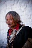 En äldre man av den Potala slotten i Lhasa Tibet Arkivfoto