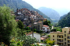 En älskvärd by i Italien. Arkivfoton