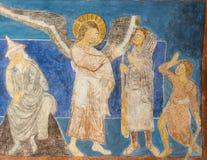 En ängel lämnar den glade tidender till herdarna arkivfoton