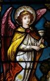En ängel som rymmer en kopp Arkivbilder