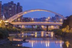 En ärke- bro på den Taipei staden, Taiwan Royaltyfria Bilder