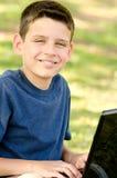 Barn med datoren Arkivbild