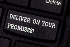 En écrivant l'apparence de note livrez sur vos promesses La présentation de photo d'affaires font ce que vous avez promis à libér photographie stock
