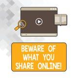En écrivant l'apparence de note prenez garde de ce que vous partagez en ligne La présentation de photo d'affaires fasse attention photo stock