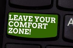 En écrivant l'apparence de note quittez votre zone de confort La présentation de photo d'affaires apportent des modifications évo illustration stock