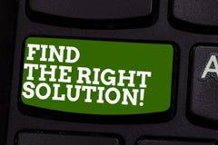 En écrivant l'apparence de note trouvez la bonne solution Recherche de présentation de photo d'affaires de la meilleure alternati images libres de droits