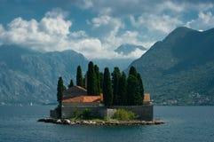En ö kallade Sv Djordje arkivfoto