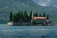 En ö kallade Sv Djordje arkivbild