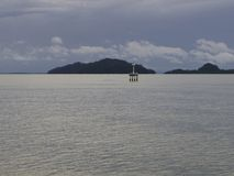 En ö och havet i morgonhimlen Fotografering för Bildbyråer