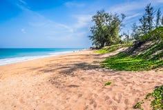En öde strand i Phuket, Thailand Royaltyfria Bilder