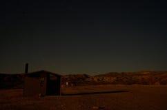 En ökentältplats på natten Arkivbilder