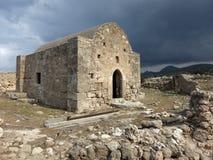 En övergiven grekisk ortodox kyrka på den Karpas halvön arkivfoto